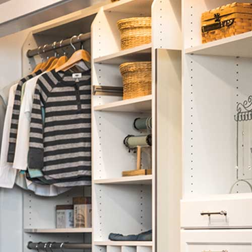 closet with shelving
